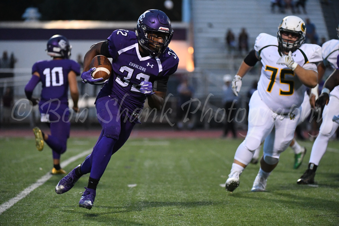 Harold Camacho (32) runs outside for East Stroudsburg South against Allentown Central Catholic on Friday night in East Stroudsburg.