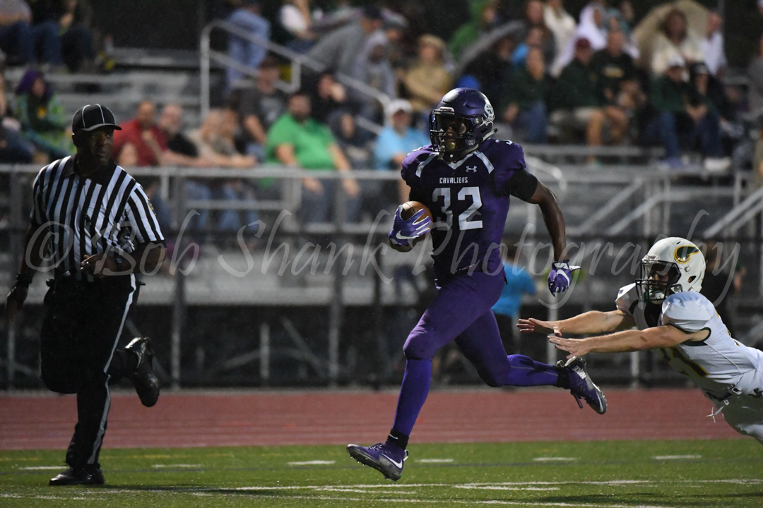 Harold Camacho (32) outruns a defender for a touchdown for East Stroudsburg South against Allentown Central Catholic on Friday night in East Stroudsburg.