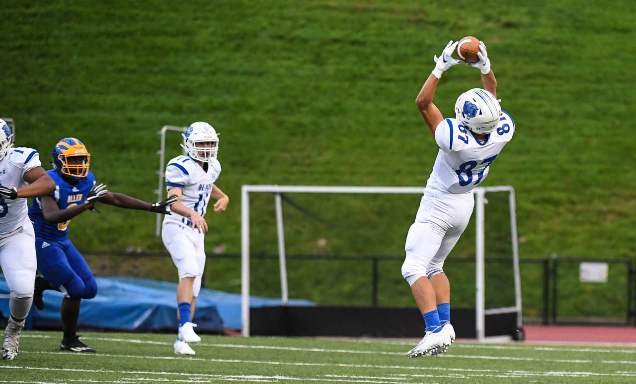 Benjamin Henwood catches a pass early in the game against Allen in Allentown on Friday, August 31, 2018.